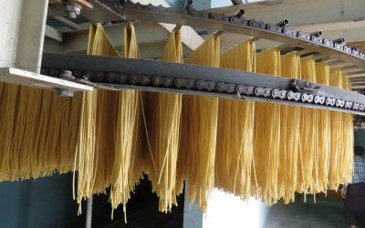 Enhancing noodle texture and colour